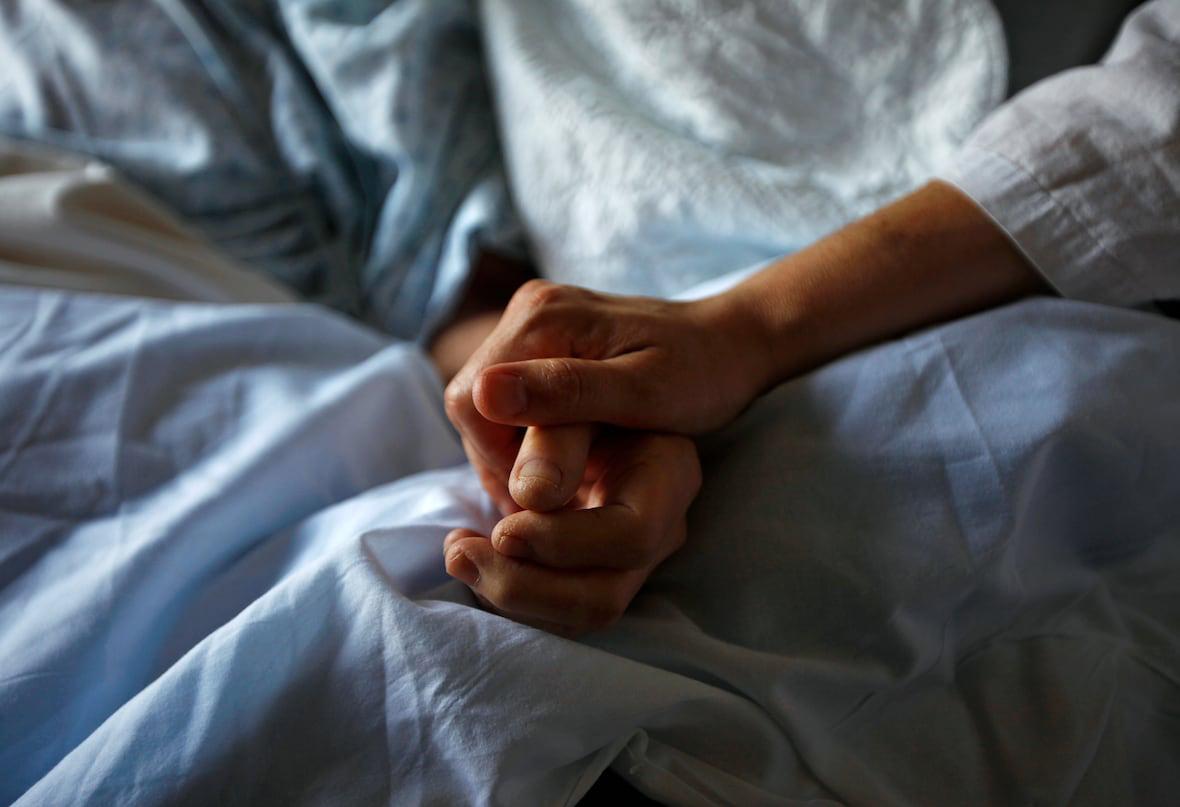 https://www.bigheartshomecare.ca/wp-content/uploads/2021/02/bhh-services-palliactive-care-02.jpg