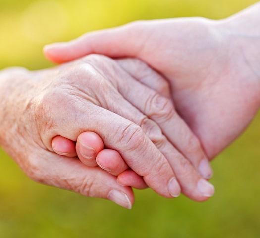 https://www.bigheartshomecare.ca/wp-content/uploads/2021/03/bigstock-Helping-Hands-45333739-2-min.jpg