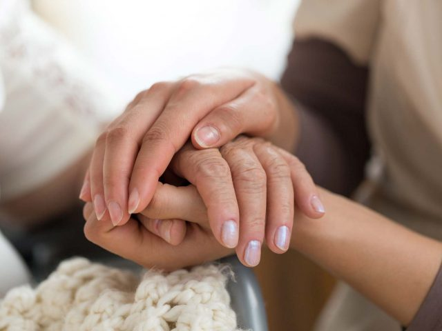 https://www.bigheartshomecare.ca/wp-content/uploads/2021/06/Senior-Home-Care-1-640x480.jpg