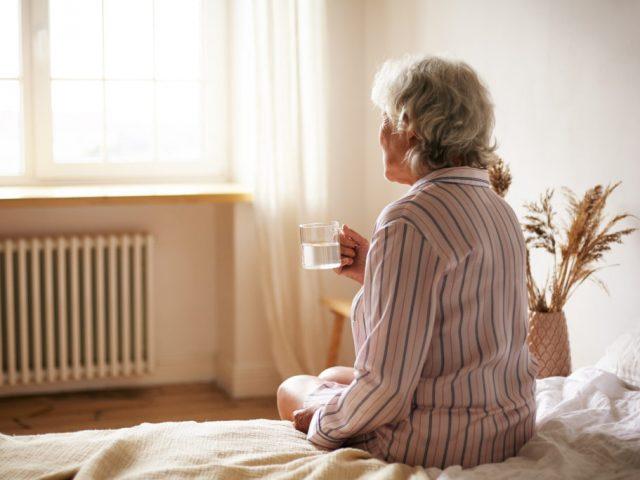 https://www.bigheartshomecare.ca/wp-content/uploads/2021/06/overnight-home-care-services-640x480.jpg